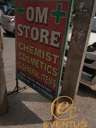 Om  Chemist